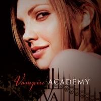 Livros separados no nascimento: Blue Bloods e Vampire Academy