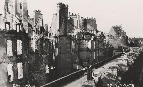 Saint-Malo em 1944. Fonte: © ST-MALO CARNETS D'INTRA-EUROS