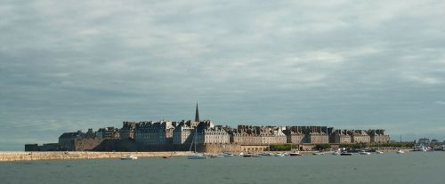Saint-Malo atualmente. [Fonte: http://europeupclose.com/article/st-malo-france/]